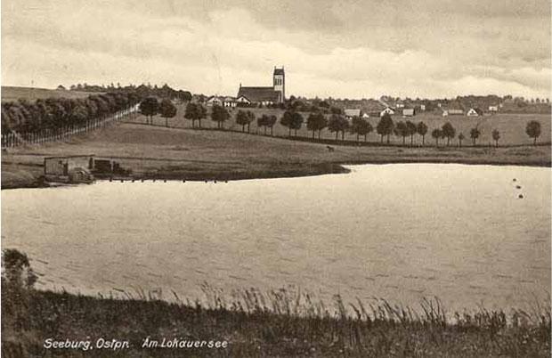 Jeziorany, wszystkie drogi prowadzące do miasta obsadzono drzewami. Ze zbiorów W. Kujawskiego