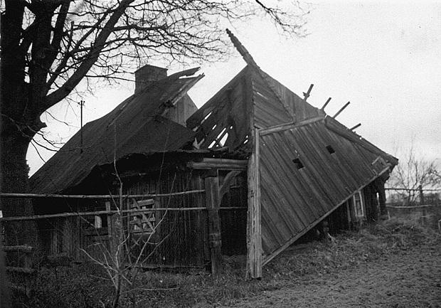 Warnowo, chata podcieniowa w 2002 roku