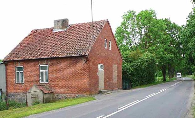 Dawny dom szosowy w pobliżu Kwiedziny, gm. Kętrzyn, przy drodze Kętrzyn – Giżycko (Fot. K. A. Worobiec)