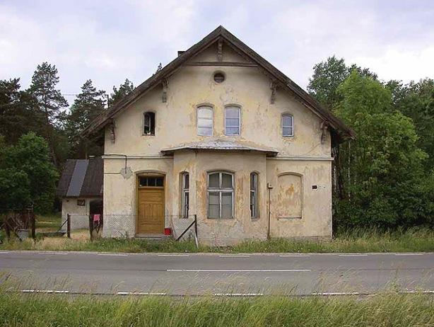 Dawny dom szosowy przy drodze Wielbark–Piwnice Wielkie, (Fot. A. Płoski)